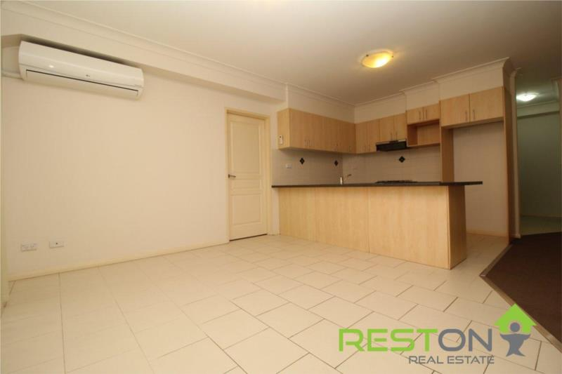 KINGSWOOD - Large and Modern Two Bedroom Apartment! **2 WEEKS FREE RENT!!**