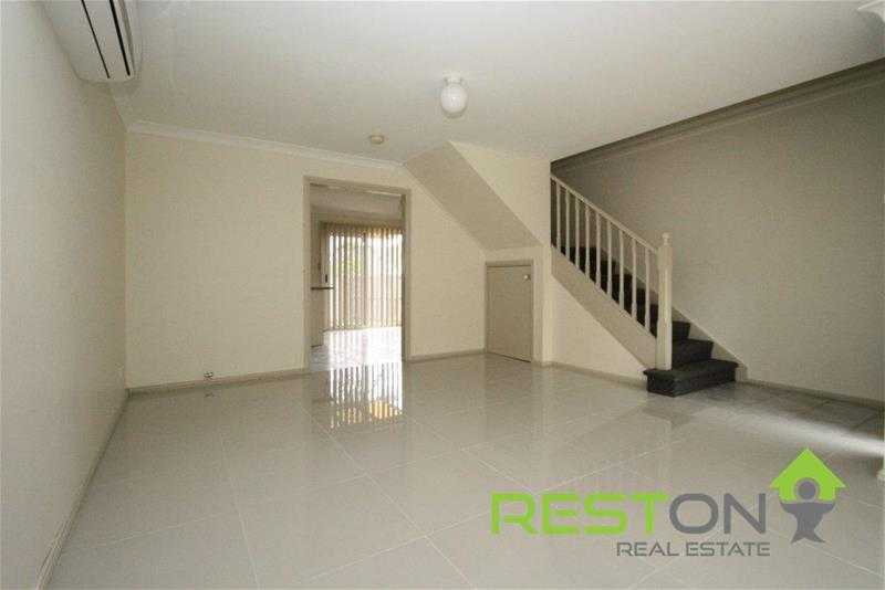 QUAKERS HILL - SPACIOUS TOWNHOUSE
