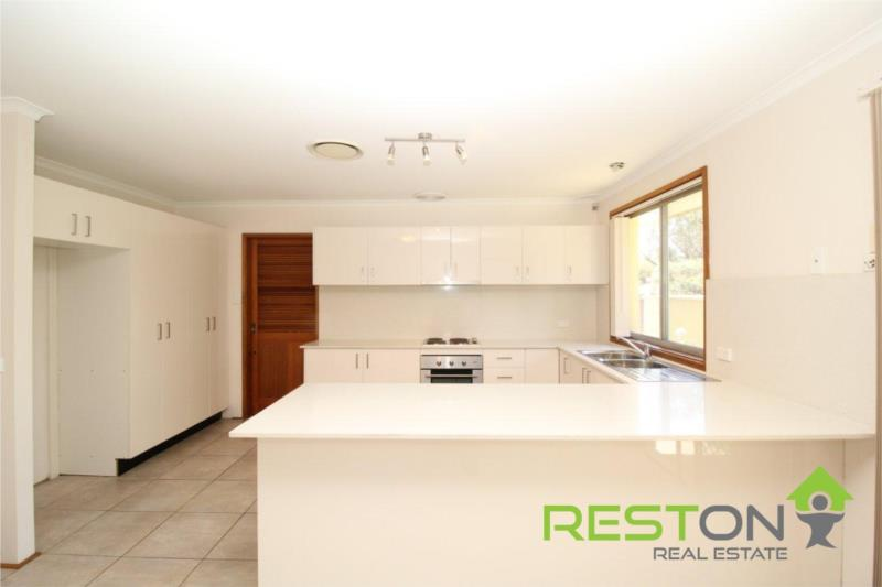 CHIPPING NORTON - RENOVATED HOME ON A LARGE 800m2 BLOCK!