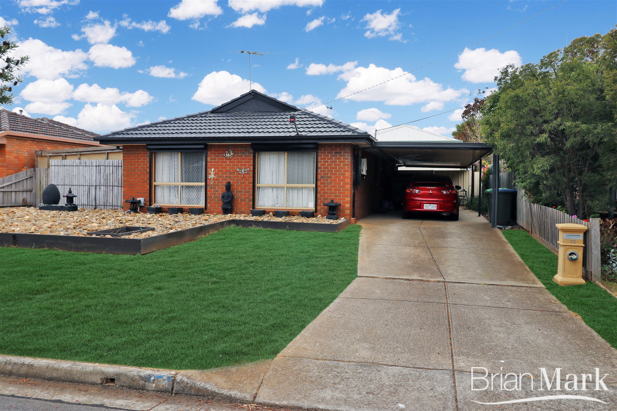 Inviting Family Home With Granny Flat